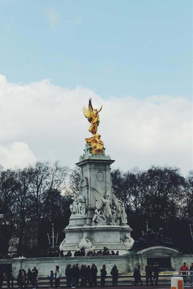 London Museum  #freetoedit  #museum  #statue #gold